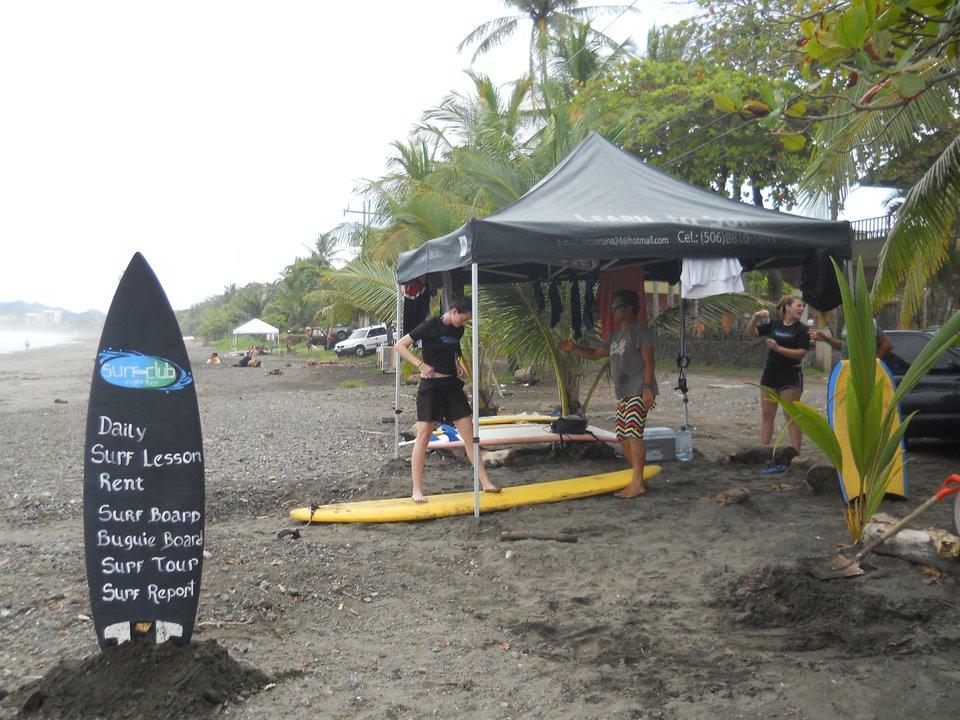 surfing in jaco beach costarica